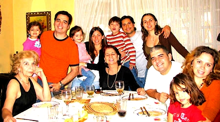 home-stay-madrid-family-dinner